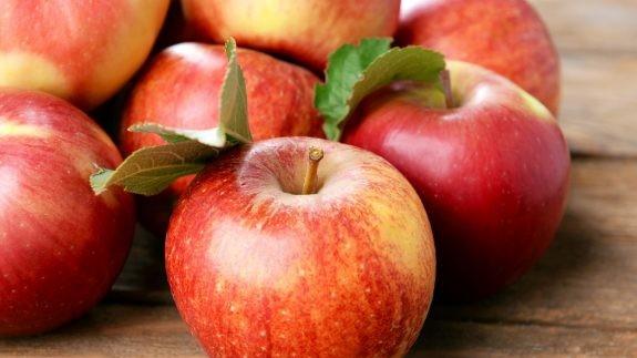 Αυτός είναι ο σώστος τρόπος για να τρώμε τα μήλα!