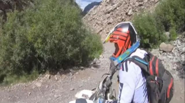 Τρομακτικό! Mοτοσικλετιστής έπεσε από γκρεμό 20 μέτρων! (Video)