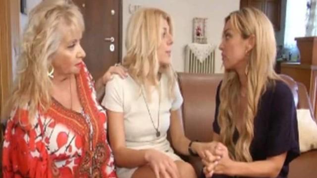 Διλήμματα: Η Λίτσα φιλοξενεί την θεία και την ξαδέρφη της αλλά ο άντρας της δεν αντέχει άλλο την κατάσταση αυτή και της ζητάει να τις διώξει