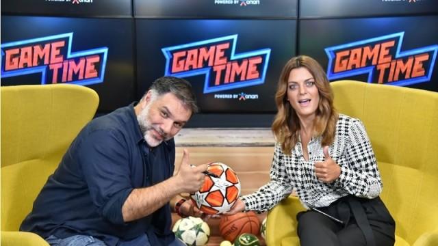 O Γρηγόρης Αρναούτογλου σε μια εμφάνιση-έκπληξη - Ο παρουσιαστής δείχνει τις ποδοσφαιρικές του γνώσεις στο Game Time του ΟΠΑΠ