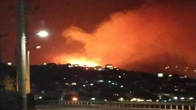 Πυρκαγιά στο Πόρτο Ράφτη: Τρομακτικό βίντεο με φλόγες να απειλούν σπίτια και κατοίκους!