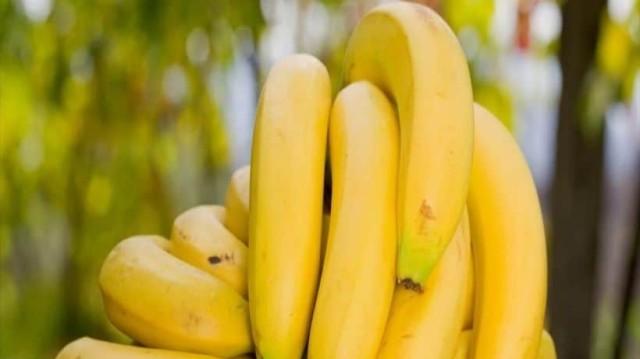 Το έξυπνο και γρήγορο κόλπο για να μην μαυρίζουν οι μπανάνες! (Video)