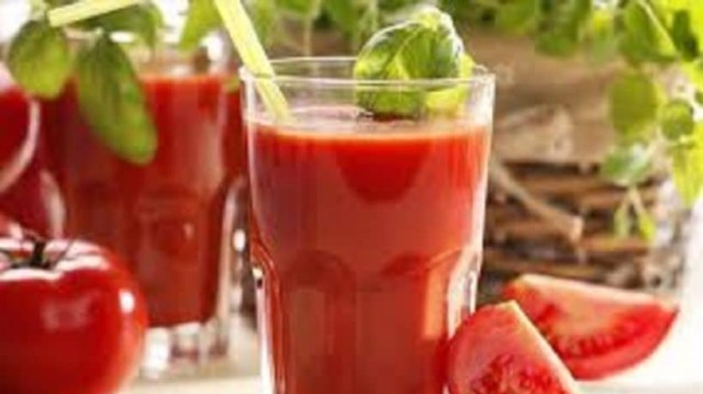 Έπιναν χυμό ντομάτας κάθε μέρα επί 2 μήνες: Το αποτέλεσμα; Απίστευτο!