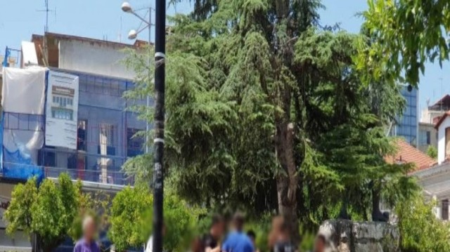 Συναγερμός στη Λαμία: Άγριο ξύλο στην κεντρική πλατεία! (Video)