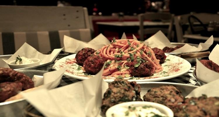 Για τους καλοφαγάδες: Οι άγραφοι νόμοι του απεριόριστου φαγητού στα εστιατόρια της Αθήνας!