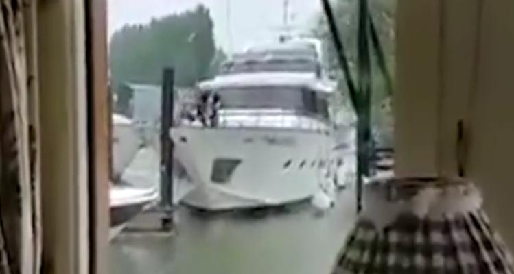 Ρε φίλε πας καλά; Καπετάνιος για κλάματα τράκαρε αμέτρητες φορές προτού καταφέρει να παρκάρει! (Video)