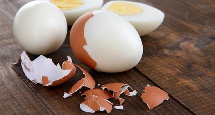 Πώς θα καθαρίσεις ένα αυγό με μια μόνο κίνηση! (Video)