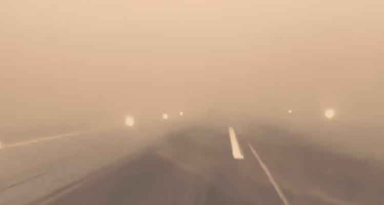 Απίστευτες εικόνες: Αμμοθύελλα «καταπίνει» επιβατικό αεροπλάνο! (Video)