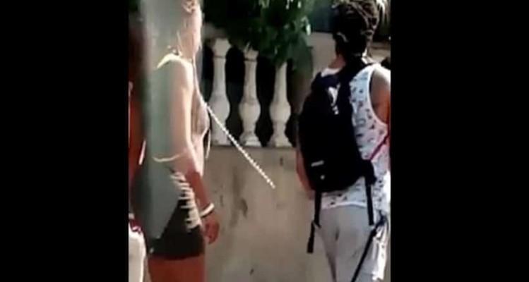 Τραγικό: Τουρίστας έβαλε αλυσίδα στη φίλη του και την έβγαλε βόλτα! (Video)