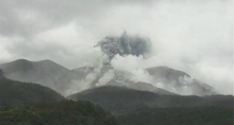 Έκρηξη ηφαιστείου στην Ιαπωνία! - Εικόνες από πυκνό καπνό στον ουρανό! (Video)
