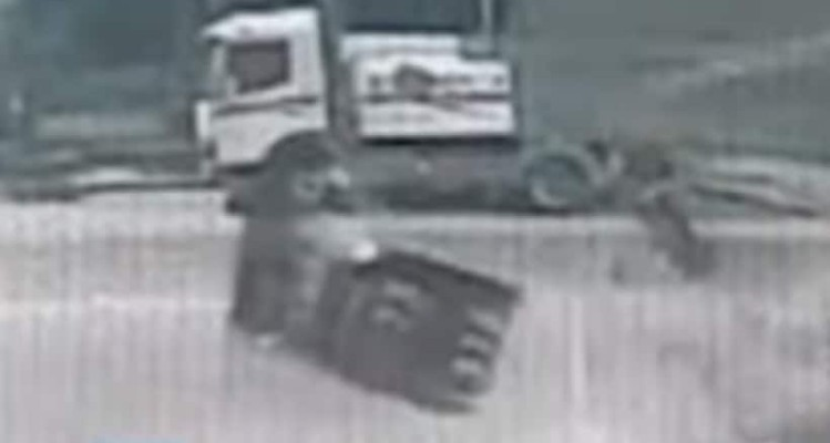 Σοκαριστικό βίντεο! Δείτε το αυτοκίνητο που «καρφώθηκε» σε βενζινάδικο!