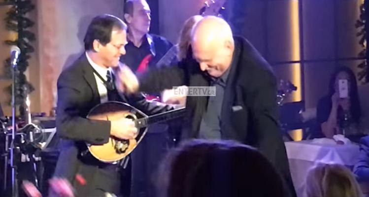 Γιώργος Παπαδάκης: Μάγκας με τα όλα του! Δείτε το βίντεο με το βαρύ ζεϊμπέκικο που χόρεψε και τα αμέτρητα views!