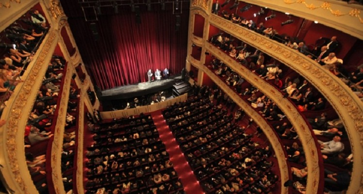 Θέατρο και ποίηση για τα Άγια Πάθη στο Δημοτικό Θέατρο Πειραιά!