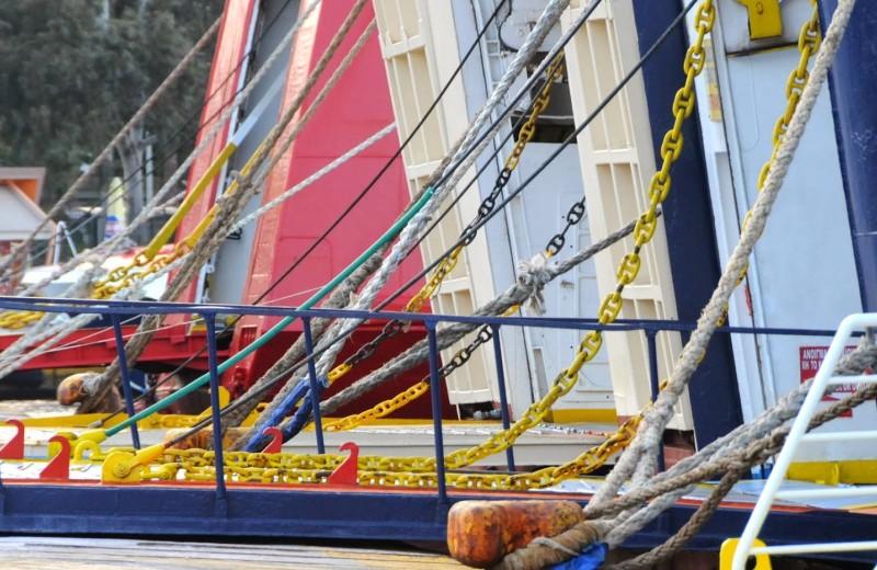 Καταστρέφουν το τριήμερο του κόσμου: Απεργία στα πλοία ανακοίνωσε η ΠΝΟ εν όψει Πρωτομαγιάς!