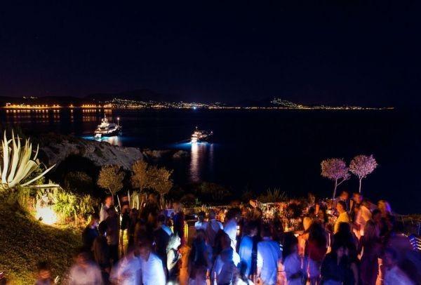 Καλοκαίρι σημαίνει έρωτας: Τα κορυφαία μπαράκια για να φλερτάρεις στην Αθήνα!