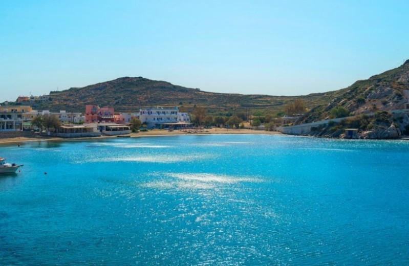 Οι τρεις παραλίες στη Σύρο που πρέπει να γνωρίσετε!