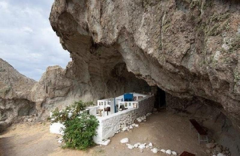 Εντυπωσιακό: Η μοναδική εκκλησία στον κόσμο χωρίς σκεπή βρίσκεται στην Ελλάδα!