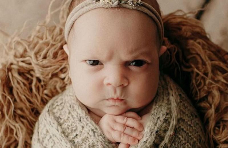 Αυτό το μωρό έχει γίνει viral επειδή έχει... νεύρα!