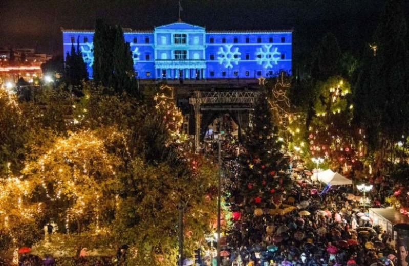 Το φαντασμαγορικό πάρτι της Αθήνας για τη φωταγώγηση του Χριστουγεννιάτικου δέντρο! Εικόνες και βίντεο από τη λαμπερή βραδιά!
