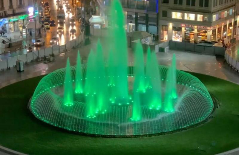 Ολικό «λίφτινγκ» στην πλατεία Ομονοίας: Το εντυπωσιακό συντριβάνι που θα σας καθηλώσει! (photo-video)