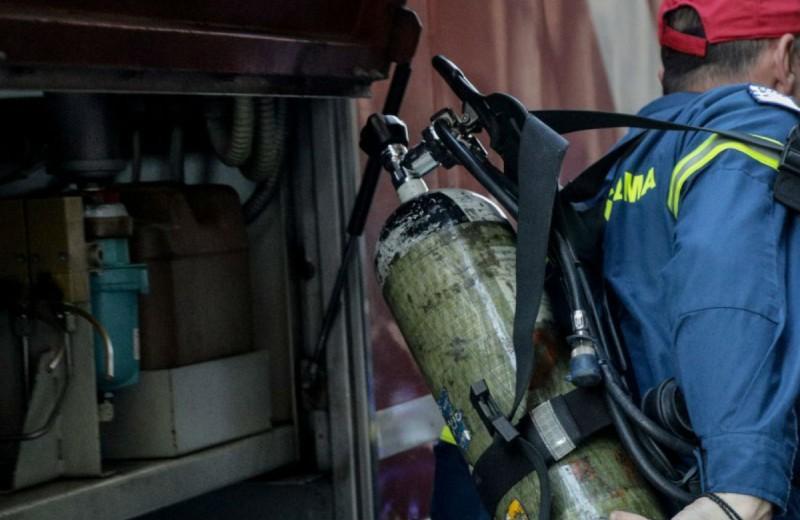 Θρίλερ στο Παγκράτι: Χωρίς τις αισθήσεις του ανασύρθηκε ο άνδρας που τον καταπλάκωσε ασανσέρ
