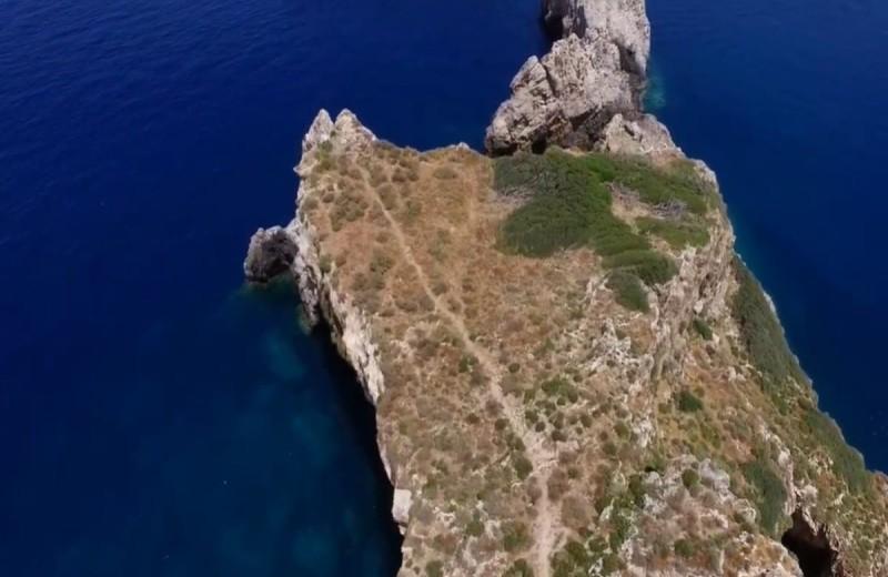 Κόβει την ανάσα: Το μαγευτικό νησί που δίνει απίστευτη θέα... από ψηλά