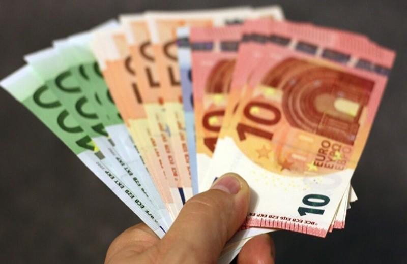 Επίδομα 400 ευρώ σε μακροχρόνια ανέργους: Ποιοι το δικαιούνται - Πότε θα το λάβουν