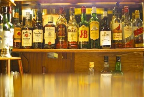 Το ιστορικό μπαράκι της Πατησίων: Εκεί όπου ο Χατζηχρήστος και ο Φρανκ Σινάτρα έπιναν τα ποτά τους! (photos)
