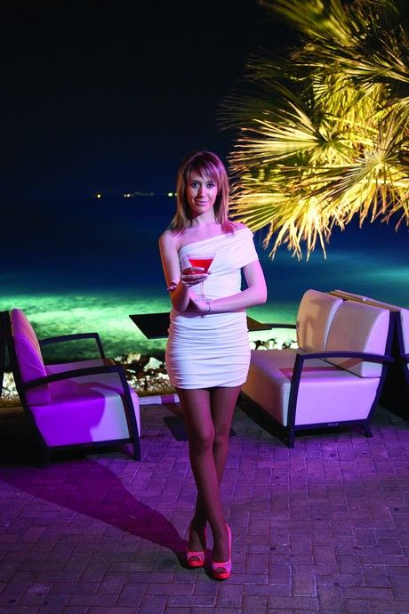 87ed91177ca Τα πιο όμορφα κορίτσια της παραλιακής - Clubs & Bars - Athens magazine