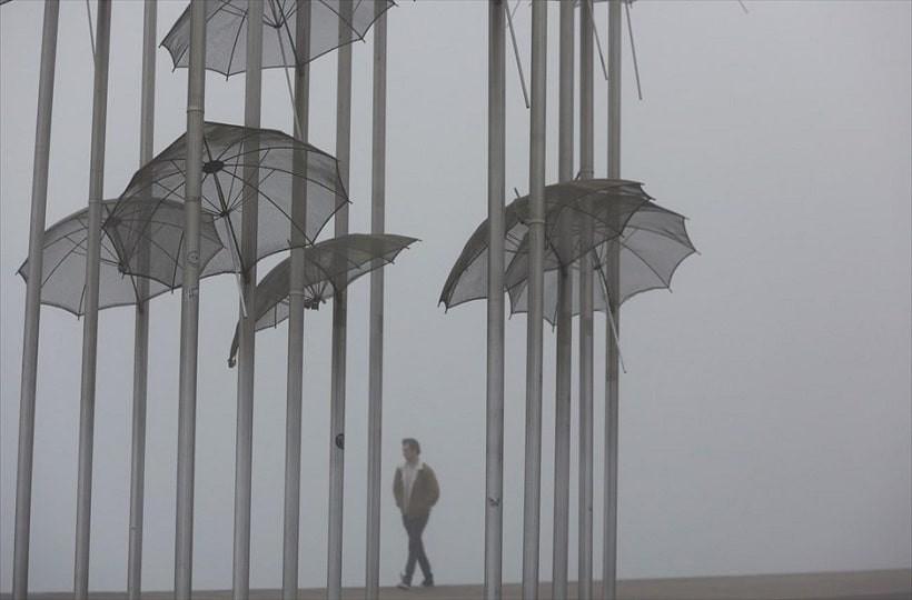 Η φωτογραφία της ημέρας: Πυκνή ομίχλη έχει σκεπάσει την πόλη της Θεσσαλονίκης!