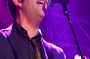Είδηση σοκ: Νεκρός από κορωνοϊό διάσημος τραγουδιστής σε ηλικία 52 ετών