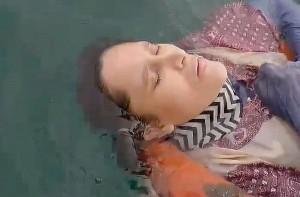 46χρονη γυναίκα ήταν αγνοούμενη για 2 χρόνια - Βρέθηκε να επιπλέει ζωντανή στη θάλασσα φορώντας σωσίβιο! (video)