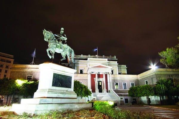 Πλατεία Καρύτση: Μεγάλη η χάρη της!