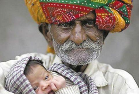 Έγινε για πρώτη φορά πατέρας στα ....94 του χρόνια!
