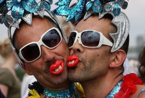 Αποτέλεσμα εικόνας για φωτο με ομοφυλοφιλους