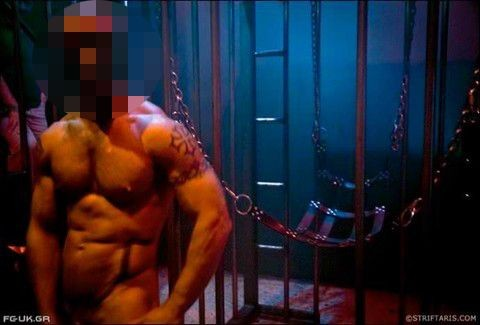 gay σεξ σε μια καρέκλα νέος καυτά και γυμνό