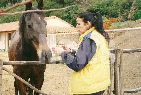 Οι άγνωστες φωτογραφίες της Έλενας Ναθαναήλ στο κτήμα της!!! Η συνταρακτική ιστορία με το άλογο που