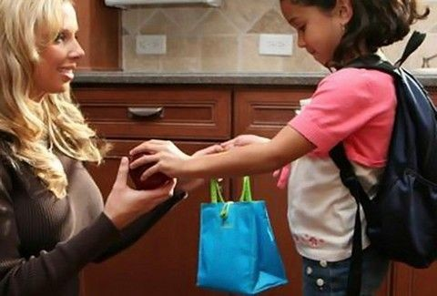 Τι έκπληξη να κάνετε στο παιδί σας την πρώτη μέρα στο σχολείο;;;