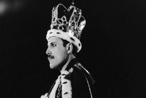 ΣΑΝ ΣΗΜΕΡΑ: Γεννήθηκε ο κορυφαίος Freddie Mercury που αποτέλεσε την φωνή των Queen!!! (VIDEO)