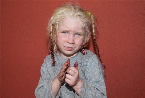 ΘΡΙΛΕΡ ΣΤΑ ΦΑΡΣΑΛΑ! Αυτό είναι το κοριτσάκι που βρέθηκε σε καταυλισμό Ρομά!  Πότε το 12fd8bef565