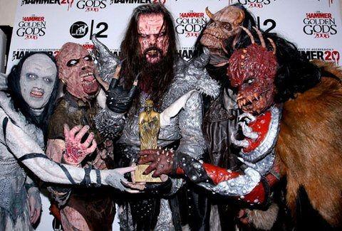 9de2cbfabd53 Αυτά είναι τα ΠΡΑΓΜΑΤΙΚΑ ΠΡΟΣΩΠΑ του heavy metal συγκροτήματος LORDI της  Eurovision