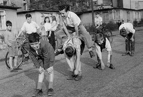 ΡΕΤΡΟ: Οταν κάποτε τα παιδιά ...παίζανε στις γειτονιές.... (PHOTOS)