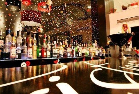 Chandelier: Ένα πραγματικά ιδιαίτερο στέκι στην Πλάκα! - Clubs ...