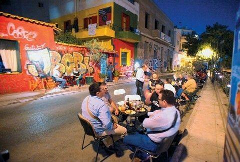 Άστεγοι στην Αθήνα έφτιαξαν το δικό τους ουζερί! Διαβάστε για ένα από τα πιο ξεχωριστά στέκια της Αθήνας...
