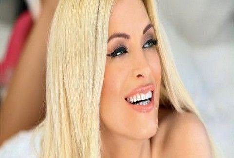 ΤΟ ΑΠΟΛΥΤΟ ΣΟΚ  Δείτε την Κατερίνα Καινούργιου ΧΩΡΙΣ μακιγιάζ και πείτε μας  αν την αναγνωρίζετε f6f13ad5d43