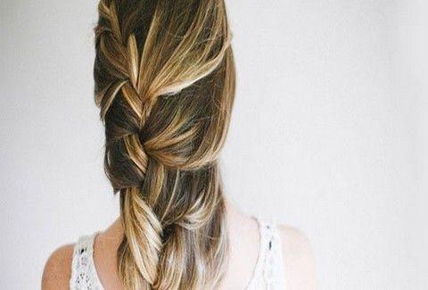 Δες βήμα-βήμα 7 υπέροχα χτενίσματα για μακριά μαλλιά που μπορείς να κάνεις  μόνη σου e711de88aee