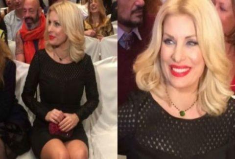 c3c1a09835c Με στενό μαύρο φόρεμα η Ελένη Μενεγάκη στη Θεσσαλονίκη! Βρήκαμε τι φοράει!