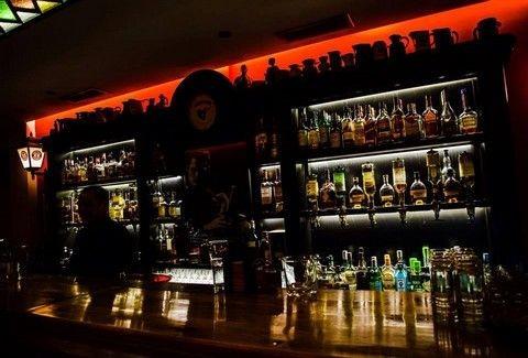 Low Profile: Ένα... whisky bar -αλλά όχι μόνο- στην καρδιά της Αθήνας!