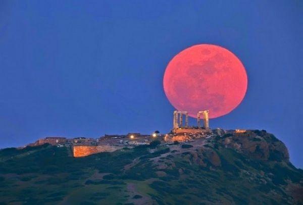 Μετά την έκλειψη ηλίου έρχεται το «Ματωμένο Φεγγάρι» - Ποιο το υπερθέαμα που θα δούμε στον ουρανό και πότε;;;