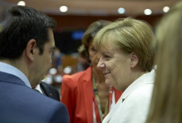 Μήπως μας τρολλάρουν οι Γερμανοί;  «Γιατί η 'Ανγκελα Μέρκελ έσωσε παρόλα αυτά τους Έλληνες»!
